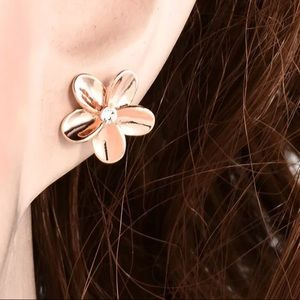 Jewelry - New! Pretty Rose Gold Plated Flower Earrings